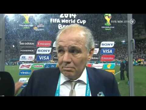 Alejandro Sabella (Nationaltrainer Argentinien) im Interview nach dem Halbfinale