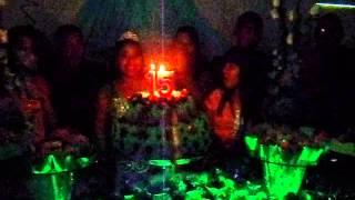 Festa de 15 anos Hérika recebendo musica de parabens