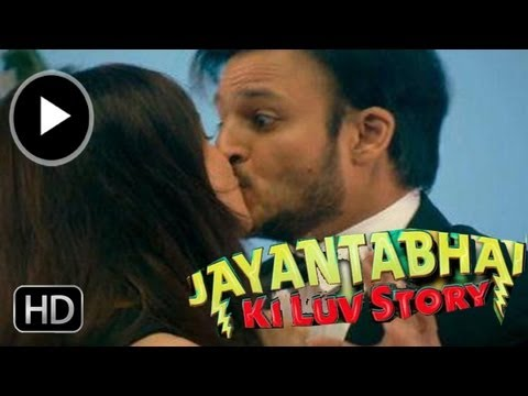 Neha Sharma & Vivek Oberoi's Hot Kiss In Jayantabhai Ki Luv Story video