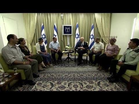 Israel's Peres meets families of the three kidnapped teens