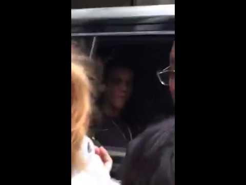 Justin Bieber ARROJA Al SUELO BANDERA ARGENTINA
