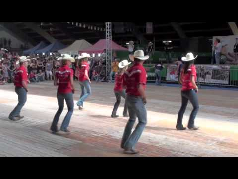 LINE DANCING LESSONS with Country Music Minute - YouTube