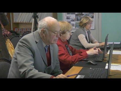 Крім фітнесу і бальних танців, калуських пенсіонерів навчають комп'ютерній грамоті