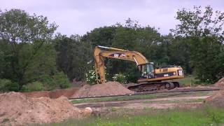 cat 325d digging sewre trench