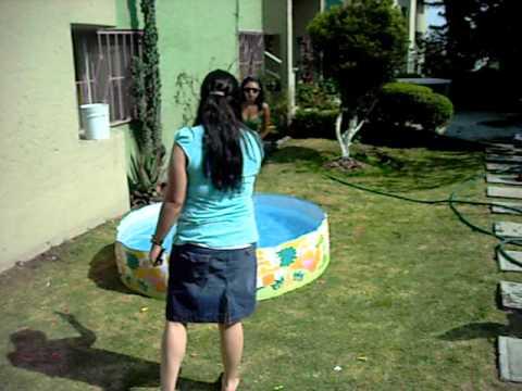 Brenda por metiche va al agua.AVI