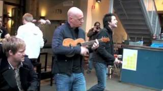 Download Lagu Train performs Hey, Soul Sister live unannounced in a mall in Stockholm Gratis STAFABAND