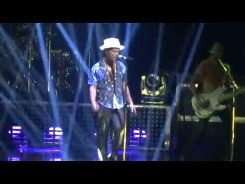 Bruno Mars - Gorilla - Arena Ciudad De México - (02-sep-2014) video