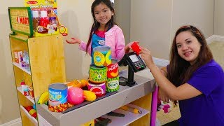 Play this video Emma Pretend Play Shopping with Giant Grocery Store Super Market Toy