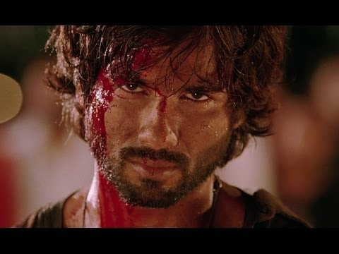Shahid Beats Up The Villan
