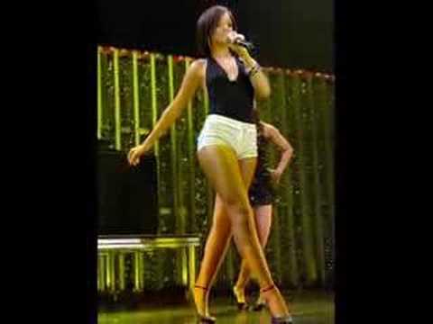 Rihanna Shakes Her Ass