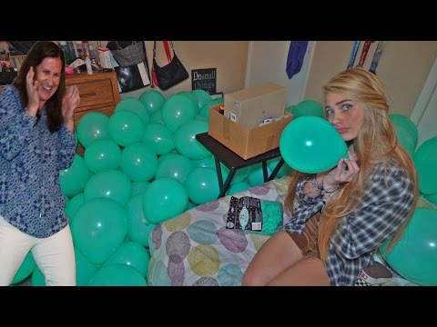 FILLING MY MOMS ROOM WITH 500 BALLOONS! (PRANK)