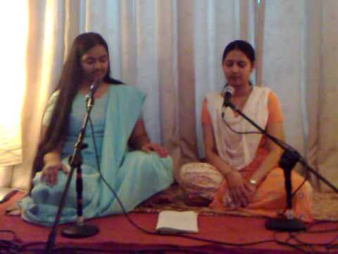 Rajachya Rang Mahalee - Prachi Ranade And Arnika Paranjpe video