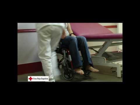 Transferencia de una cama a una silla de ruedas