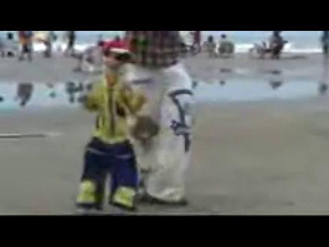 titere baila en la playa
