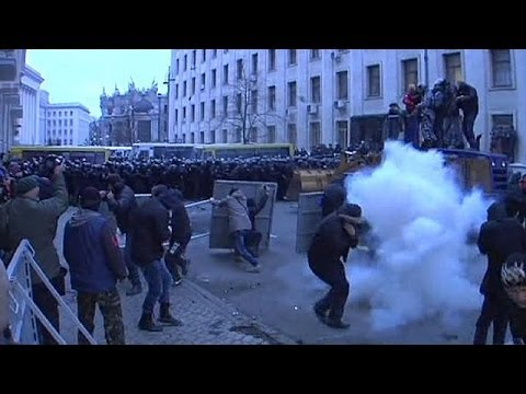 Protest in Kiev erupts in violence as police clash with demonstrators