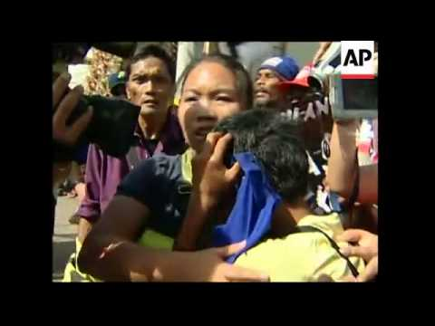 Police disperse protesters at ASEAN-East Asia summit