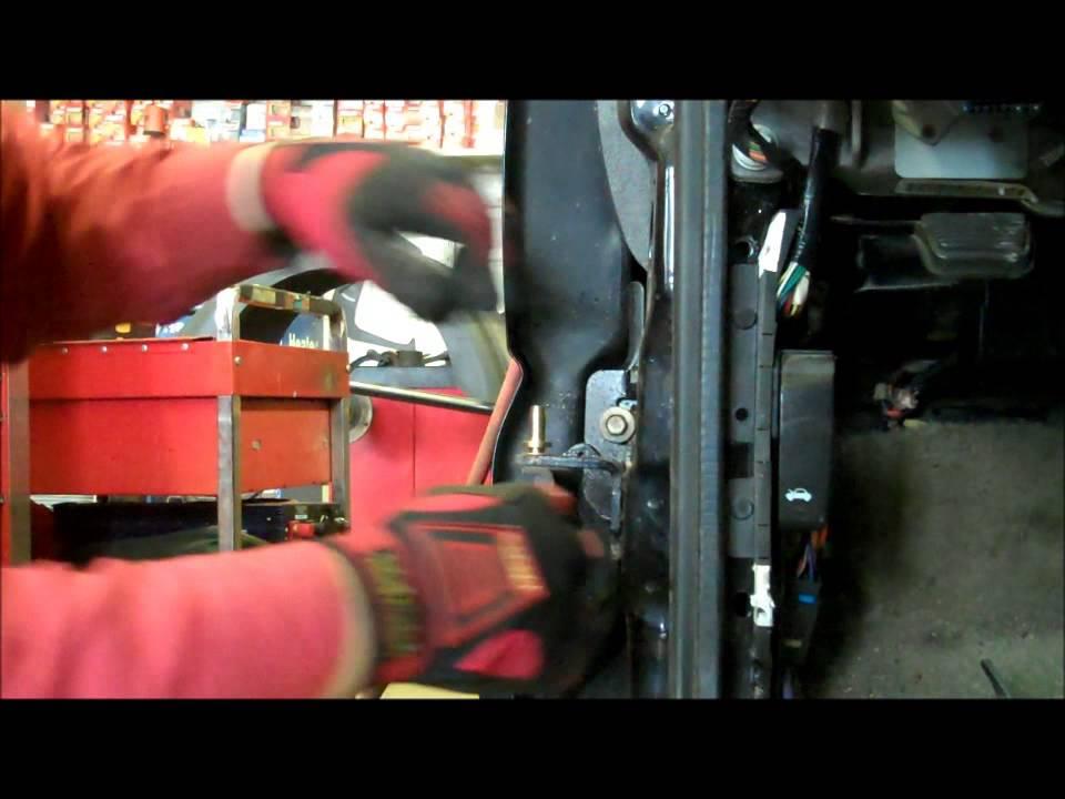Changeing Door Hinge Pins And Bushings On 02 Yukon Youtube