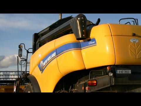 Harvest 2011.New Holland CX 5080. McCarthys at the Spring Barley . T6030.TM120