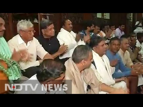 This protest against Karnataka government included a sleepover, bhajans