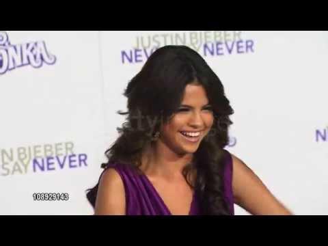 Selena Gomez Never Say Never Premiere 2011 Red Carpet [Part 3] thumbnail