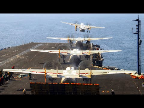 Взлет транспортного самолета с авианосца ВМС США