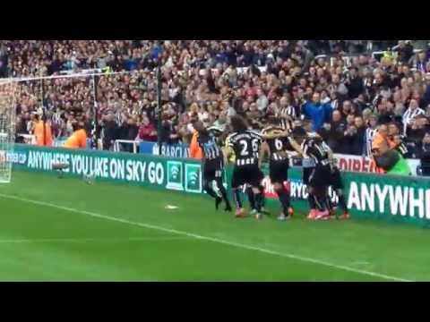 Newcastle United Papiss Cisse celebrates 2nd goal against Hull 20/09/14