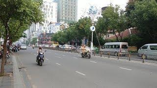 CSGT quên cấm đường, đội dẫn đoàn xe Tổng bí thư nhắc nhở - Leader of Vietnamese communist convoy