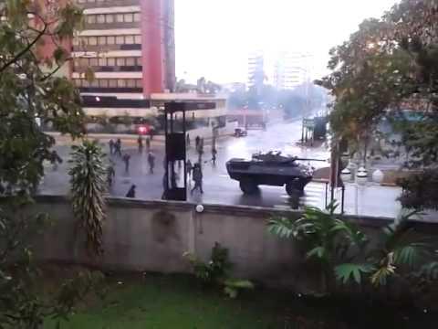 VENEZUELA 12F - Tanqueta de Guerra En barquisimeto Contra los Estudiantes