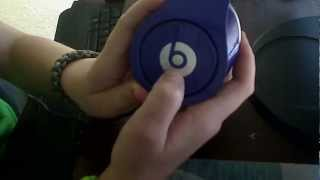 How To put batteries in your Beats By Dre Studio Headphones