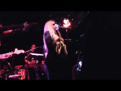 Avril Lavigne - Seventeen LIVE HD (2013) Hollywood Viper Room