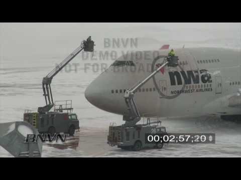 2/26/2009 Winter Storm Aircraft DeIce Stock Video