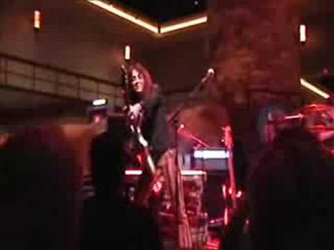 Lez Zeppelin performing