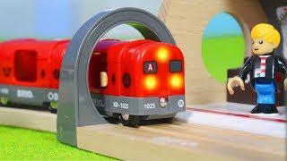 BRIO Zug im Metro Tunnel & Feuerwehrmann + Polizei Züge   Holz Spielsachen für Kinder deutsch