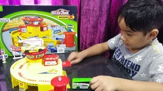 Surprise gift toy unboxing garage playset Kids pretend play with toys Vidoe for kids