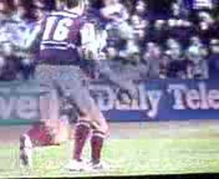 Matt orford runs straight into the back of a souths player.