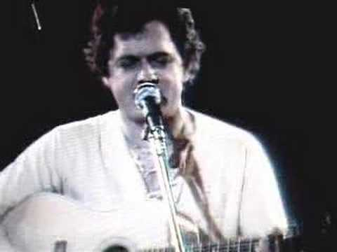 Harry Chapin sings BANANAS Live 1977