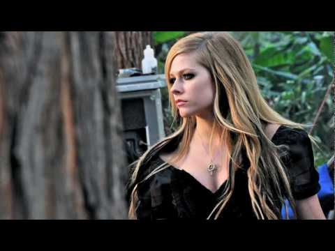 Avril Lavigne - falling_down-int