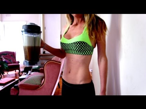 5 Raw Food Smoothie Recipes for FLAT ABS! + squats