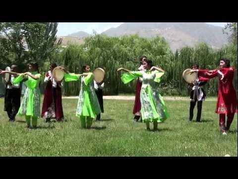 golaya-zrelaya-zhenshina-s-otvisloy-tyazheloy-grudyu