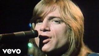 Клип The Moody Blues - I'm Just A Singer (In A Rock And Roll Band)