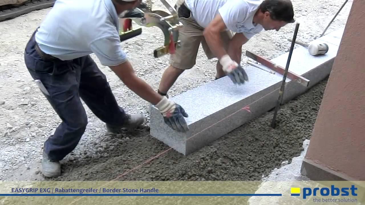 Probst easygrip exg rabattengreifer beim setzen von granit randsteinen im ortskern von - Naturstein fensterbank einbauen video ...