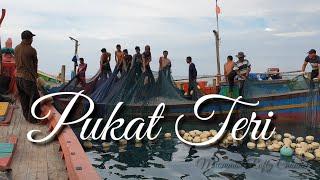 Boat odong-odong panen teri di sore hari