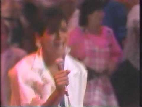 Adrian Zmed hosts Dance Fever in this 1985 performance of Dont Hold Back.