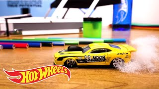 HW Speed Graphics™ Working Late | Hot Wheels®