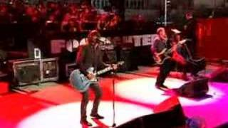 Thumb Foo Fighters cantan The Pretender con violín en los Grammy