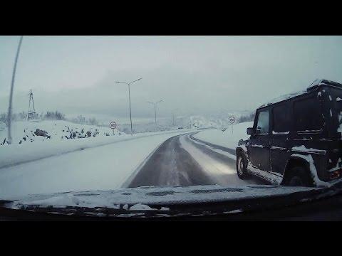 Мурманск. Водитель мерседеса не справился с управлением.