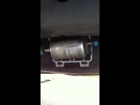 Changing the fuel filter on a 2004 Lincoln Navigator