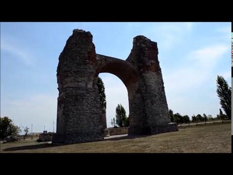 """Heidentor-Pohanská Brána triumfálny """"oblúk"""" cisára Constantia v 50. rokoch 4. storočia."""