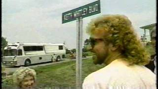 Watch Keith Whitley I Wonder Do You Think Of Me video