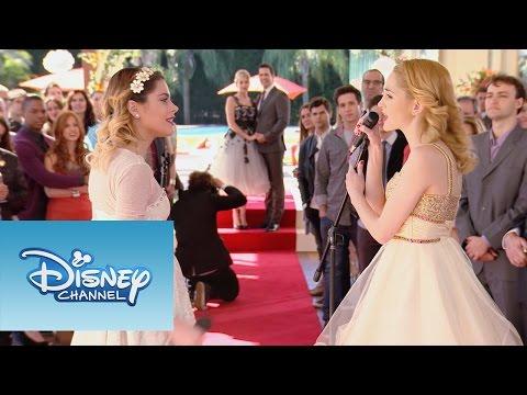"Ludmila y Violetta cantan ""Si Es Por Amor"" | Momento Musical | Violetta"
